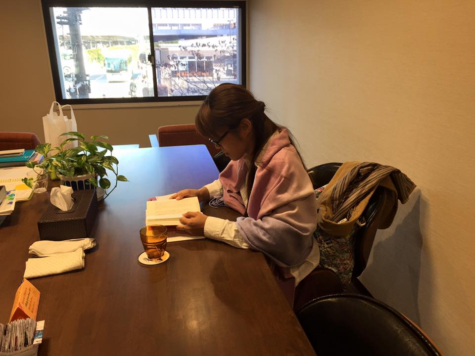 小井夏美ちゃん勉強中!